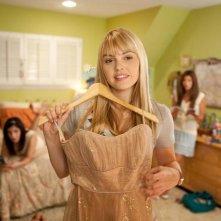Aimee Teegarden in una scena del film Prom