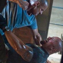 Dwayne Johnson e Vin Diesel in una scena di Fast & Furious 5