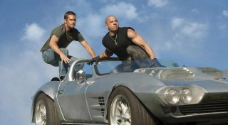 Vin Diesel con Paul Walker in una sequenza di Fast & Furious 5