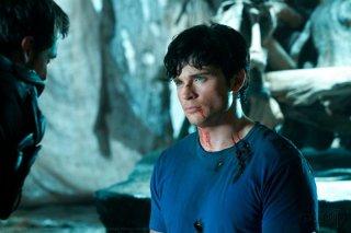 Clark (Tom Welling) guarda negli occhi Zod (Callum Blue) nell'episodio Dominion di Smallville