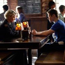 Liz (Marguerite MacIntyre) parla con Matt (Zach Roerig) nell'episodio The Last Day di Vampire Diaries