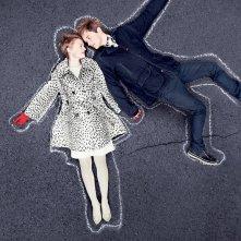 Mia Wasikowska accanto ad Henry Hopper in una immagine promo del film Restless