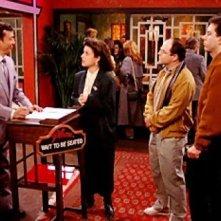 James Hong,Jerry Seinfeld, Julia Louis-Dreyfus e Jason Alexander in una scena dell'episodio The Chinese Restaurant di Seinfeld