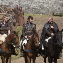 Joseph Fiennes, Peter Mooney e Jamie Campbell Bower in una scena di Camelot