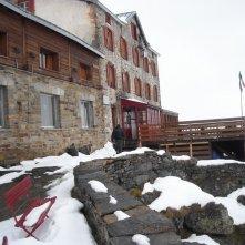 Un'immagine del rifugio vigevano dal film La misura del confine