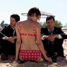 Pauline Lefevre tra Clément Sibony e Nicolas Giraud nel film Voir la mer
