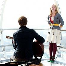 Tobias Menzies e Genevieve O'Reilly, in un momento tenero del film Forget Me Not