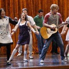 Il cast di Glee in scena nell'episodio Rumours della seconda stagione di Glee
