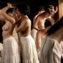 Le sensuali protagoniste del film L'apollonide (Souvenirs de la maison close)