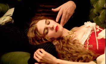 Una delle sensuali protagoniste del film L'apollonide (Souvenirs de la maison close)