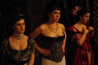 Una sensuale scena del film L'apollonide (Souvenirs de la maison close)