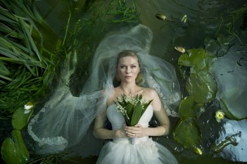 Wallpaper: Kirsten Dunst in Melancholia