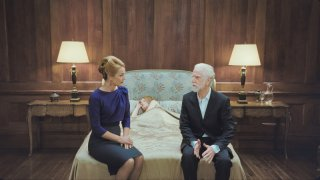 Emily Browning (al centro, sul letto) e Rachael Blake nel film Sleeping Beauty