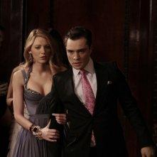Blake Lively e Ed Westwick in una scena dell'episodio The Princesses and the Frog di Gossip Girl