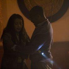 Camille (Ming-Na) e il Sergente Greer (Jamil Walker Smith) in una scena dell'episodio Alliances di Stargate Universe