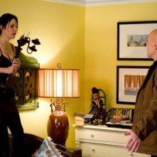 Bruce Willis e Mary-Louise Parker in una divertente sequenza del film Red