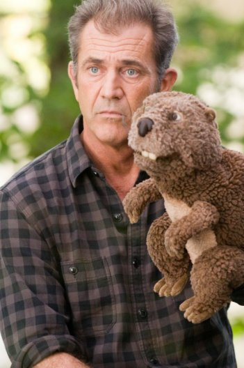 Mel Gibson in un'immagine significativa del film Mr. Beaver