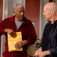 Morgan Freeman e Bruce Willis in una scena del film Red