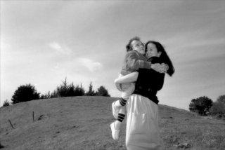 Una immagine del jazzista con la mamma dal film Michel Petrucciani - Body & Soul