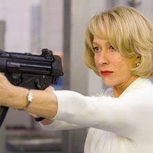 Una pericolosissima Helen Mirren nel film Red