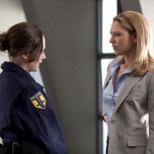 Emily Meade ed Anna Torv nell'episodio The Day We Died di Fringe