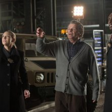 John Noble, Lance Reddick ed Anna Torv nell'episodio The Day We Died di Fringe