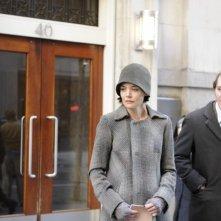 Katie Holmes con Paul Dano in una scena del film The Extra Man