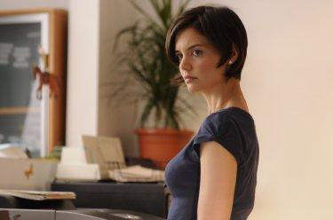 Katie Holmes in una scena del film The Extra Man