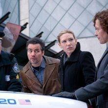 Kevin Corrigan ed Anna Torv in una scena dell'episodio The Last Sam Weiss di Fringe