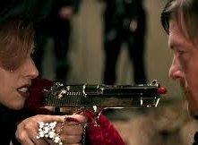 Lady Gaga e Norman Reedus/Giuda alle prese con la famigerata pistola-rossetto nel videoclip di Judas.