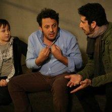 Enrico Brignano con il piccolo Marco Todisco e  Luca Angeletti in una scena di Fratelli Detective