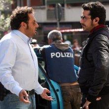 Enrico Brignano e Luca Angeletti in una scena di Fratelli Detective