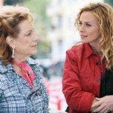 Fioretta Mari e Serena Autieri in una scena di Fratelli Detective