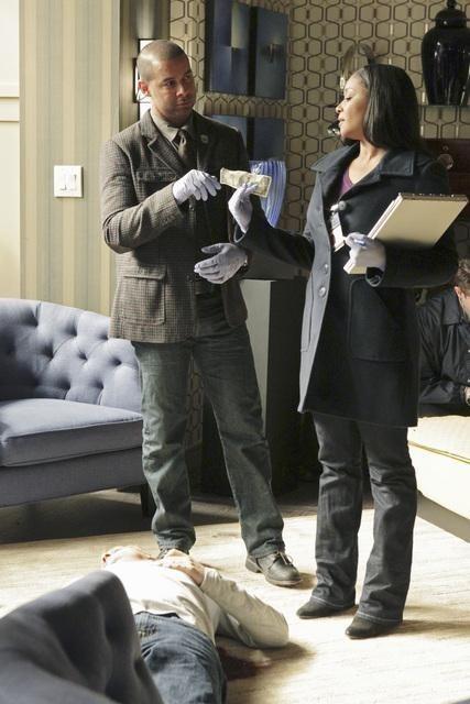 Jon Huertas E Tamala Jones In Una Scena Dell Episodio Lucky Stiff Di Castle 202934