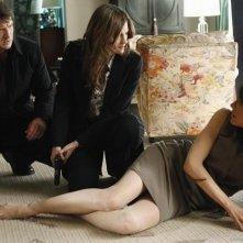 Liz Vassey, Stana Katic e Nathan Fillion nell'episodio Slice of Death di Castle