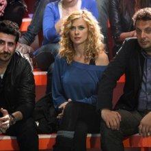 Luca Angeletti, Serena Autieri ed Enrico Brignano in una scena di Fratelli Detective