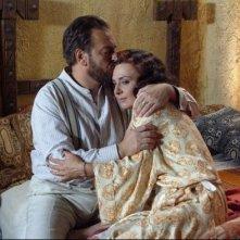 Marta Bifano con Sebastiano Somma nel film Il mercante di stoffe