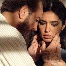 Sebastiano Somma e Emanuela Garuccio, protagonisti del film Il mercante di stoffe