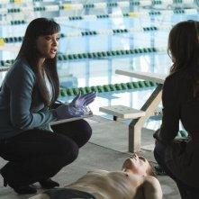 Stana Katic e Tamala Jones nell'episodio The Dead Pool di Castle