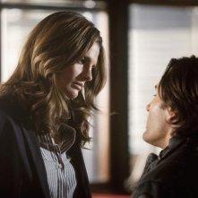 Stana Katic e Victor Webster in una scena dell'episodio Setup di Castle