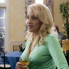 Wendi McLendon-Covey in una scena della commedia Le amiche della sposa