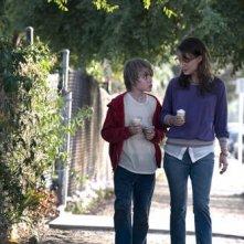 Il piccolo Devin Brochu con Natalie Portman nel film Hesher - Bastardo dentro
