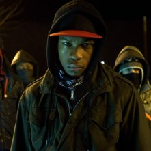 John Boyega in una sequenza del film Attack the Block