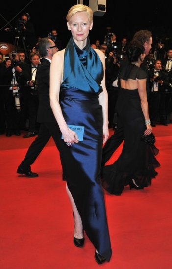 Cannes 2011: una elegantissima Tilda Swinton, protagonista di We Need To Talk About Kevin, sul red carpet