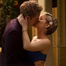 Chloe (Allison Mack) bacia Oliver (Justin Hartley) dell'episodio Finale di Smallville