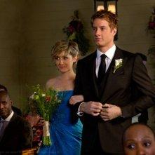 Chloe (Allison Mack) e Oliver (Justin Hartley) al matrimonio nell'episodio Finale di Smallville