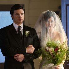 Tom Welling e Erica Durance arrivano all'altare nell'episodio Finale di Smallville