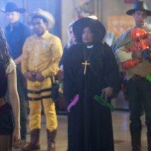 Alison Brie ed Yvette Nicole Brown nell'episodio A Fist Full of Paintballs di Community