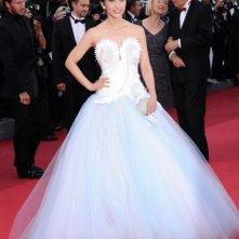 Festival di Cannes 2011: Li Bingbing sul red carpet con un abito bianco dal corpetto inconsueto