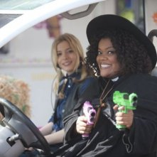 Gillian Jacobs ed Yvette Nicole Brown nell'episodio For a Few More Paintballs di Community